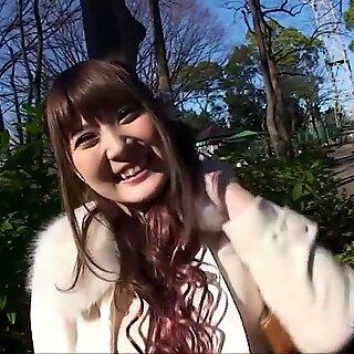 Momoka Nishina - naked în aer liber