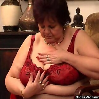 Plump granny fucks her old pussy with dildo