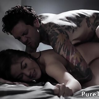 Babe gets her asshole broken in