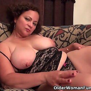 American milf Marie Black loves dildoing her nyloned pussy