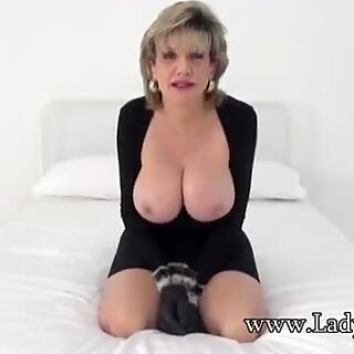 Lady Sonia wants you to wank while staring at her boobs