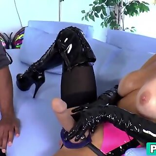 Veronica Avluv mature hooker gives awesome anal service with muscle client
