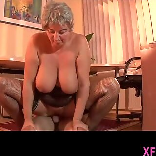 Beautyful wet cooch of Chica waits wide open for fat cock