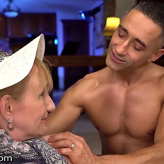 Horny Granny Gets Nailed During Work Break - 21Sextreme