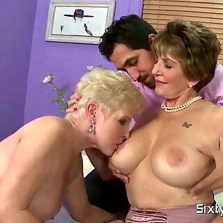 Saggy Boobs gives a great handjob