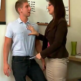 Seductive Syren De Mer slides his cock inside her