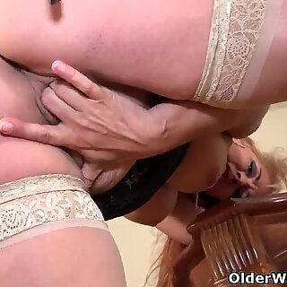 Busty milf Joclyn Stone from the USA fingers her hairy pussy