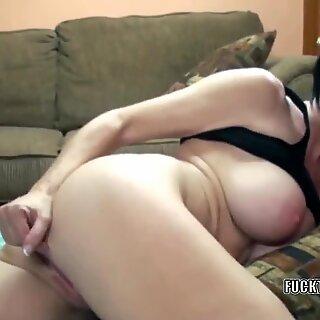whorey mummy Melissa guzzles gets her mature pussy pounded