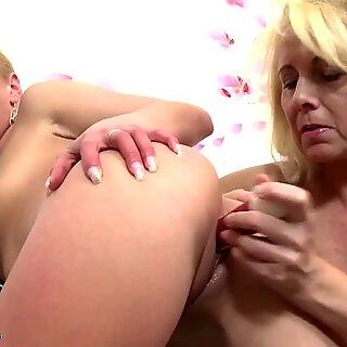 Sexy mature mother fucks hot daughter